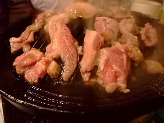 Mのディナー 生で食べられるラム肉は絶品でした! 中央区博労町 「アジアごはん 麦酒食堂」