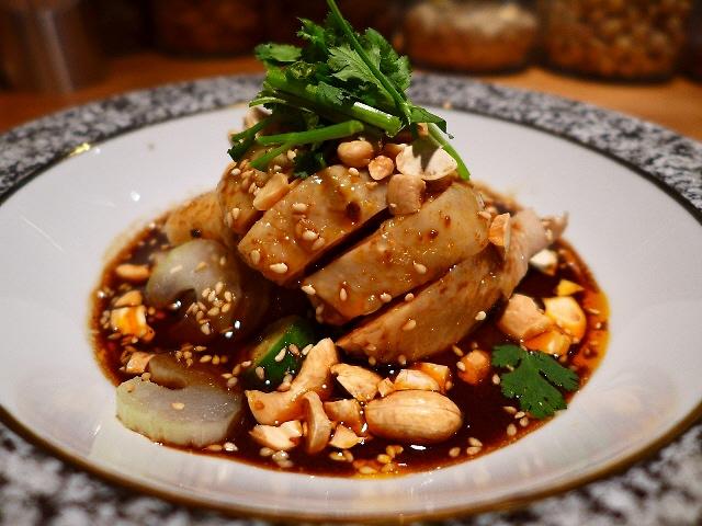 Mのディナー  オリジナリティ溢れる超ハイレベルな味わい!  兵庫県  「老虎菜 (ラオフーサイ)」