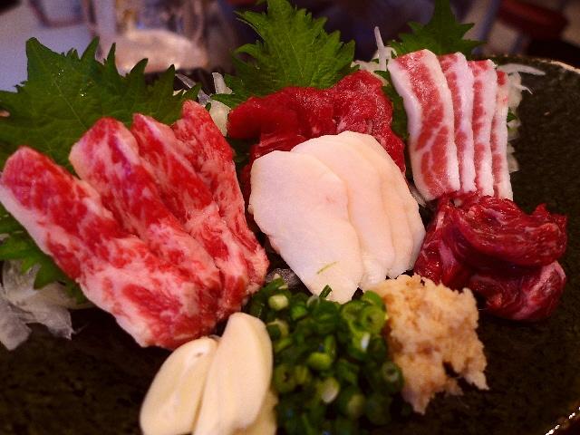 Mのディナー  鮮度抜群の絶品馬肉がリーズナブルにいただけます!  天神橋3丁目  「けとばし屋チャンピオン 天満店」