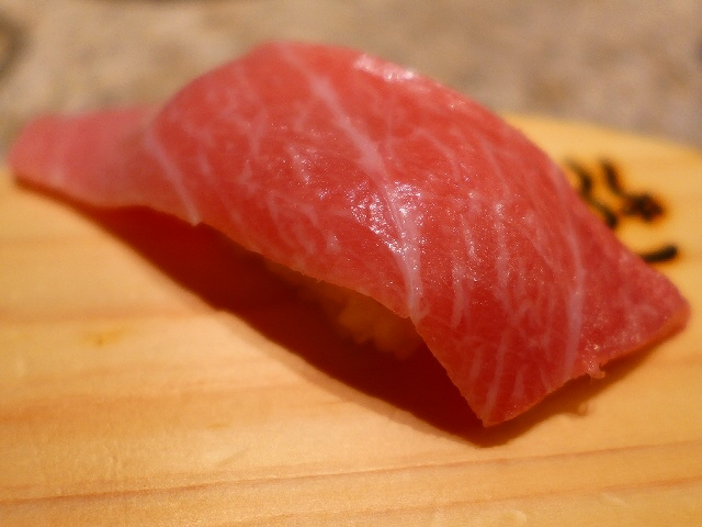 Mのディナー  回転してますが非常にクオリティの高いお寿司がいただけます!  阪急うめだ本店   「江戸前回転鮨 紀州 弥一」
