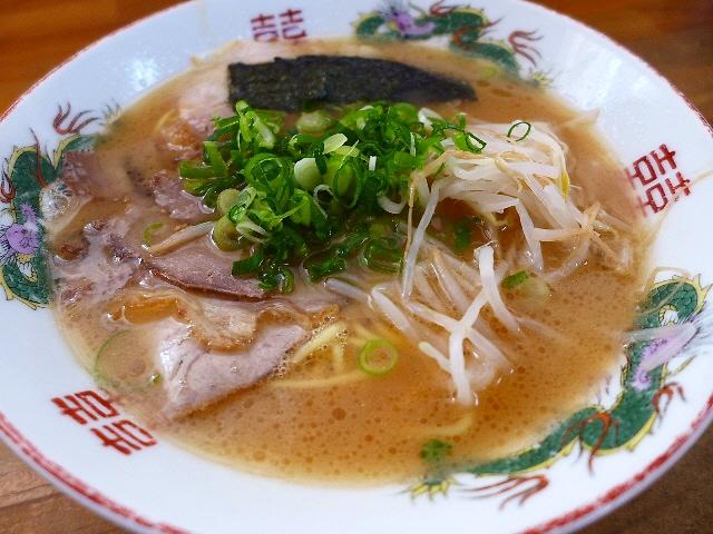 Mのディナー  甘いスープの播州ラーメンは素朴で好感が持てる味わいです!  兵庫県加東市  「紫川ラーメン」