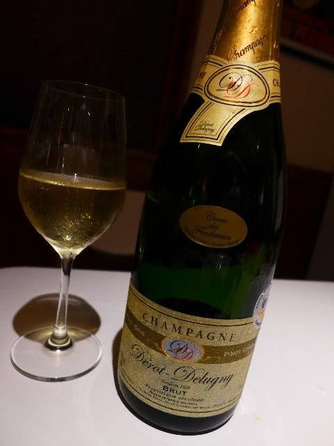 Mのディナー  シャンパン飲み放題!料理食べ放題!の猛烈にお値打ちな期間限定企画!  福島区  「カフェ・ドゥ・シャンパーニュ」