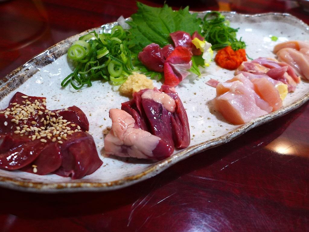 Mのディナー 絶品鶏料理と本格ラーメンが楽しめます! 西区立売堀 「鶏麺 宮崎郷土料理 どぎゃん 立売堀店」