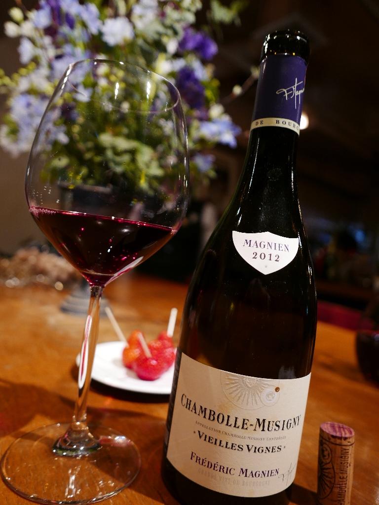 Mのハシゴ酒 お洒落な区間でゆったり美味しいワインがいただけます! 心斎橋 「グラスバー ピノ・ノワール」