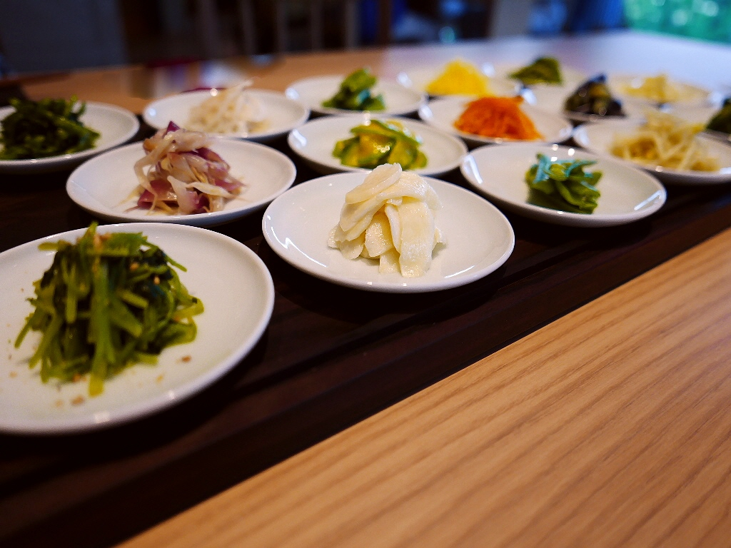 Mのディナー 新ダイビルに移転リニューアルオープン!広々として清潔感と開放感あふれる素晴らしい空間で絶品韓国料理! 北新地 「ほうば」