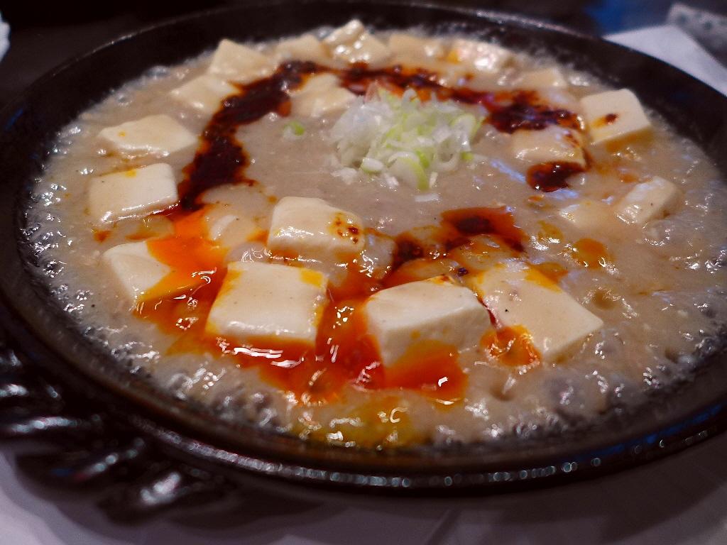 Mのディナー 噂の白い麻婆豆腐は辛くて甘くてコクがあってメチャ旨でした! 中央区瓦町 「瓦町仔鹿(カワラマチバンビ)」