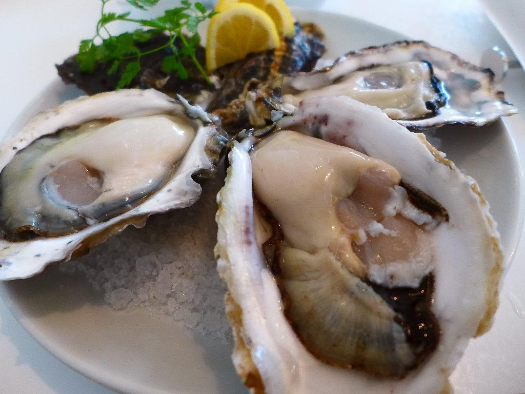 Mのディナー 海洋深層水で浄化した安心安全の絶品の牡蠣が年中楽しめます! 梅田 「オイスタールーム 梅田ハービスエント店」