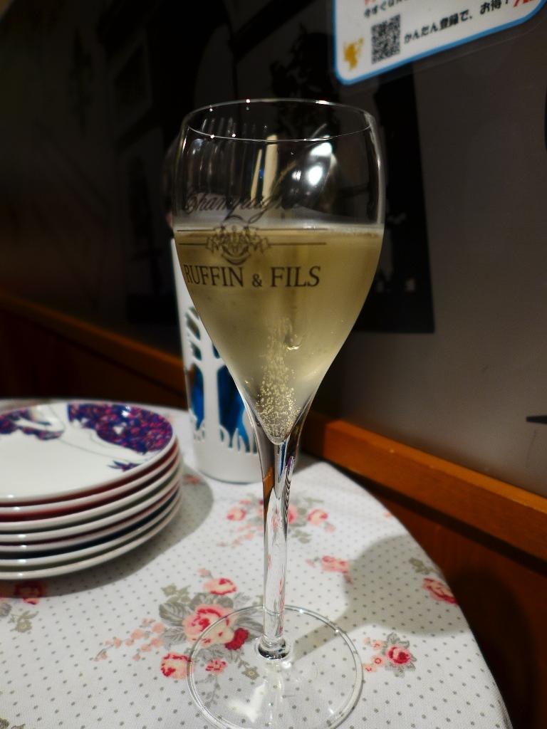 Mのハシゴ酒 サクッとお手軽に本格シャンパンがいただける使い勝手抜群のシャンパンバル! 北新地 「アンジュアンジュ シャンパン通り」