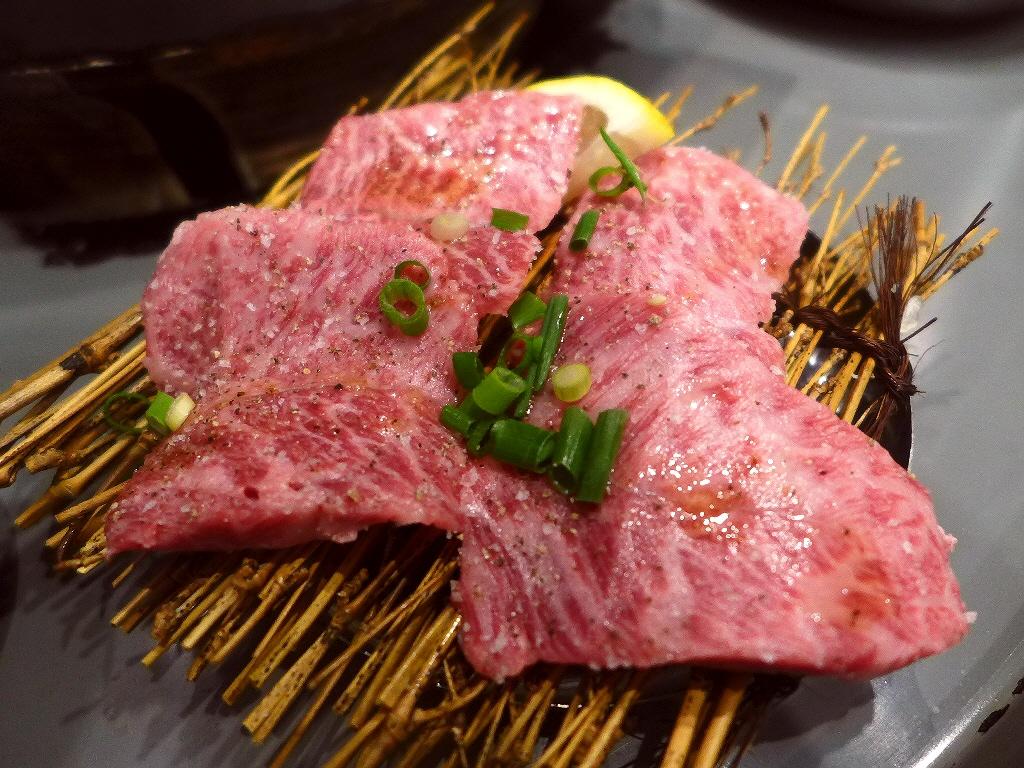 Mのディナー こだわりの上質のお肉がカジュアルな雰囲気でお手軽にいただける大人気店! 福島区 「立喰焼肉 瑞園」