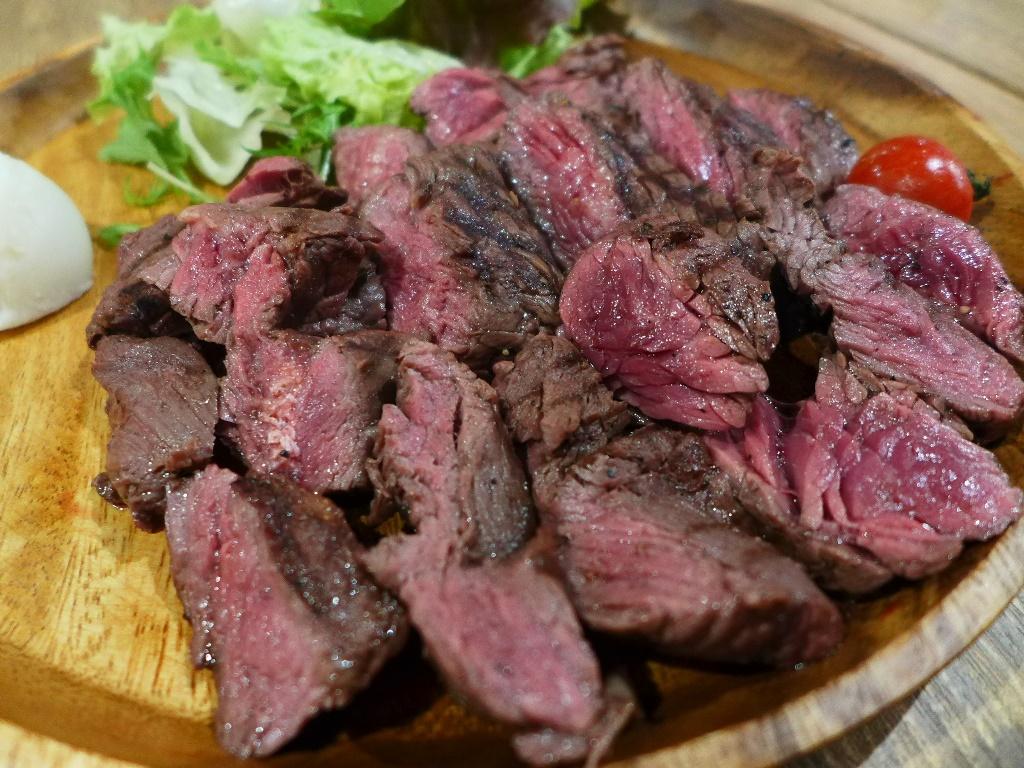 Mのディナー 黒毛牛の様々な部位のステーキがお手軽にいただける肉バルがオープンします! 茨木市 「肉バルGABUTTO」