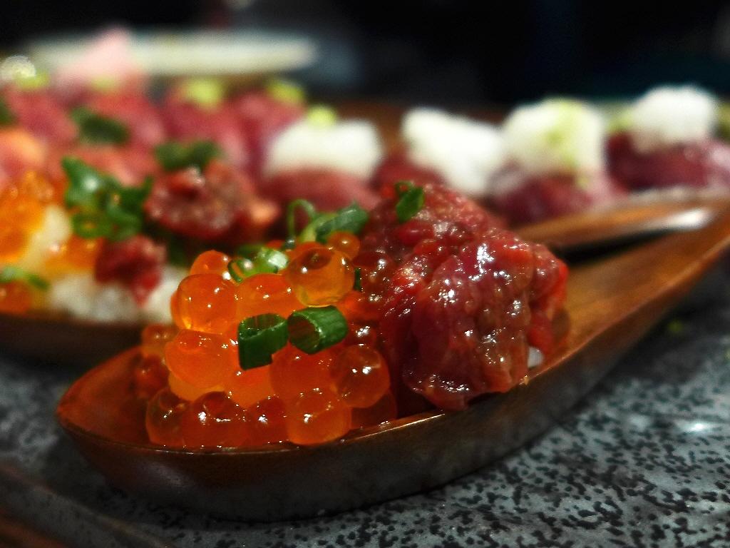 Mのディナー 熊本産馬肉の肉寿司が1貫160円から食べられる肉好きにはたまらない肉バル! 北新地 「肉バルで肉寿司ジョッキー 北新地店」