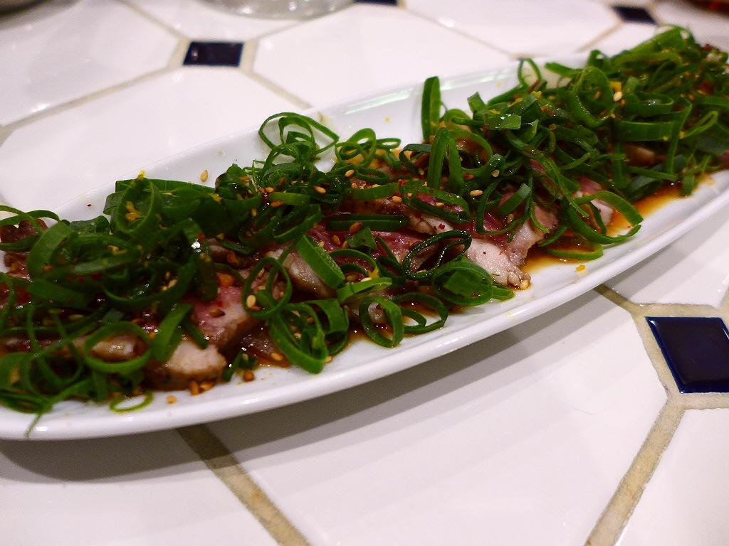 Mのハシゴ酒その2 様々なお肉料理が楽しめるカジュアルで明るい雰囲気の肉バル! 北区黒崎町 「オカズ to ステーキ」