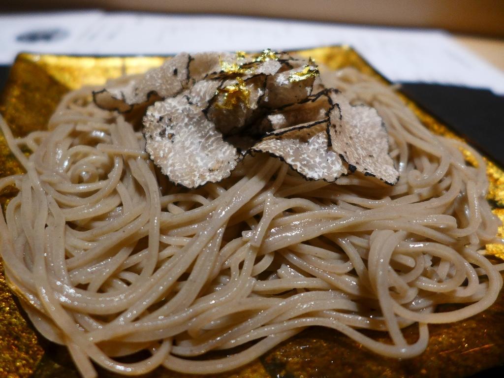 Mのディナー トリュフの乗った豪華な日本一高いお蕎麦が絶品! 北新地 「トリュフ蕎麦 わたなべ」