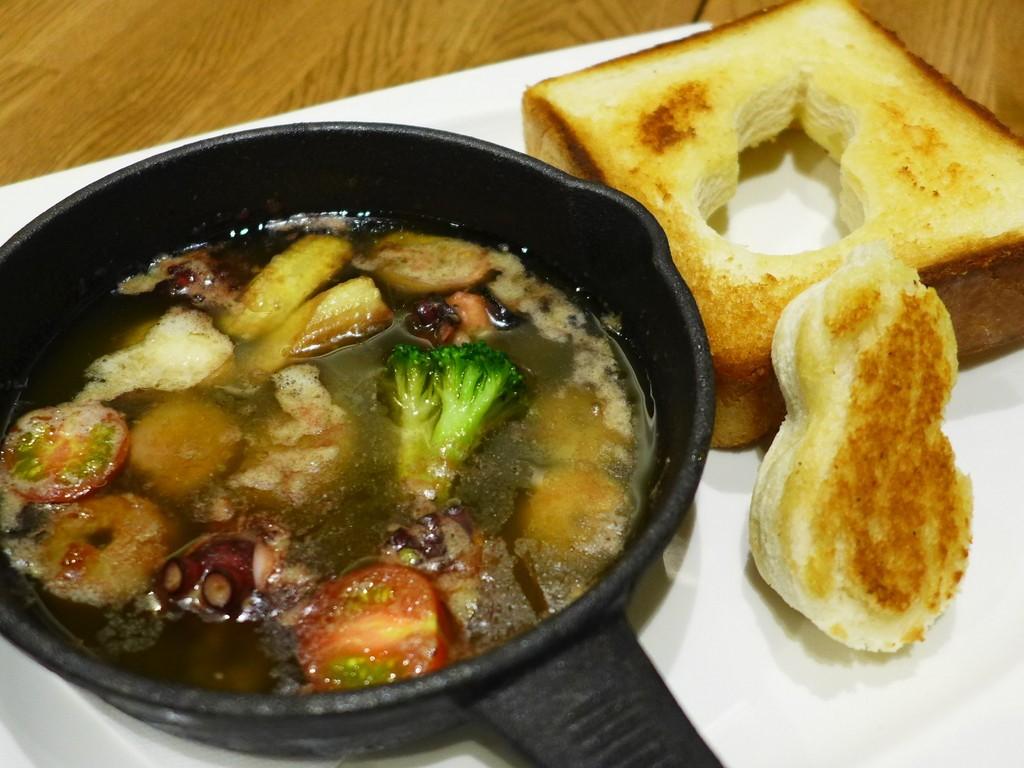 Mのディナー  居心地抜群の空間で大阪の老舗お好み焼き屋さんのワンランク上の料理が楽しめます!  大阪城公園 「名代 千房 JO-TERRACE OSAKA店」