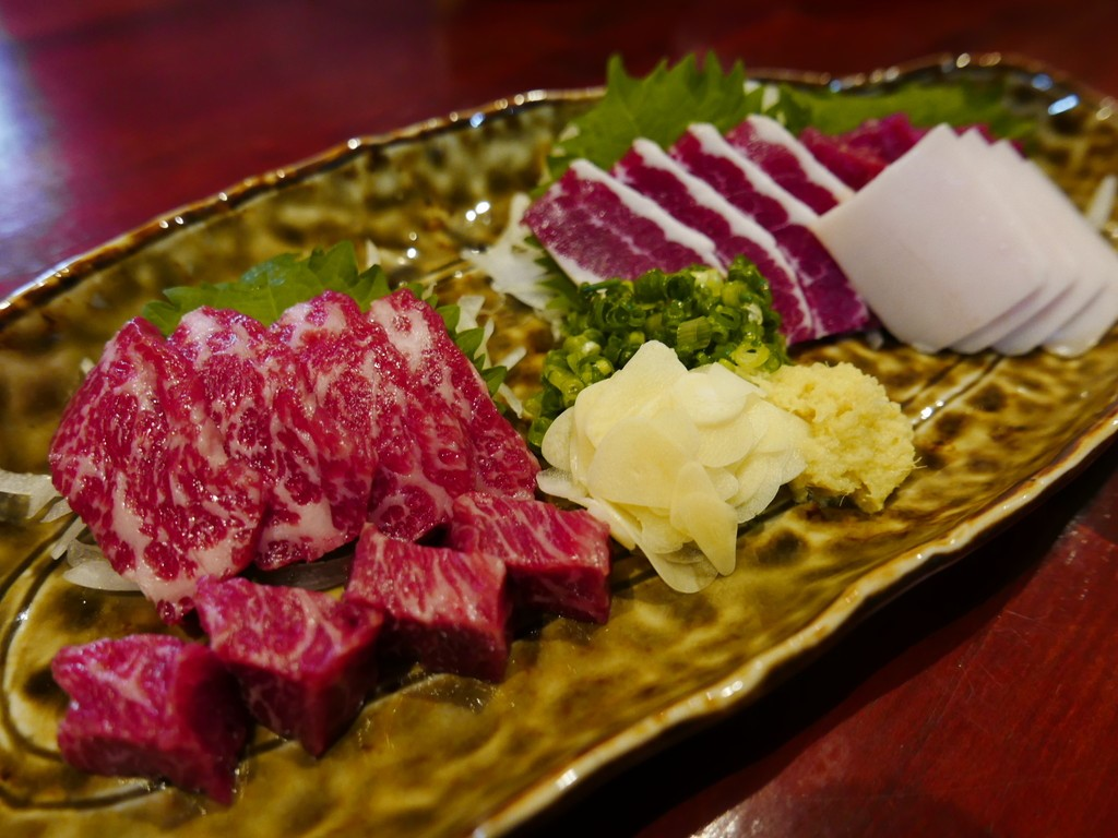 Mのディナー 鮮度抜群の絶品馬肉料理の数々が楽しめます! 堺市 「けとばし屋チャンピオン 堺東店」