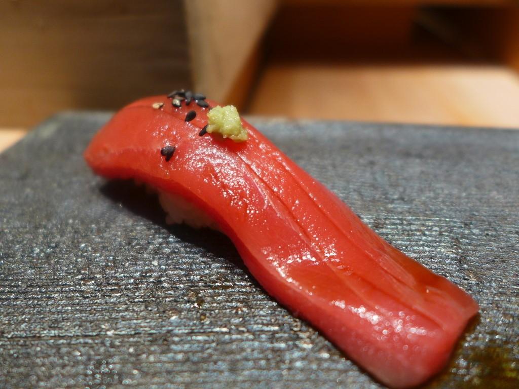 Mのディナー ビジネス街にあるお寿司屋さんでお財布を気にせず本格江戸前寿司を堪能させていただけます! 本町 「鮨 たくま」