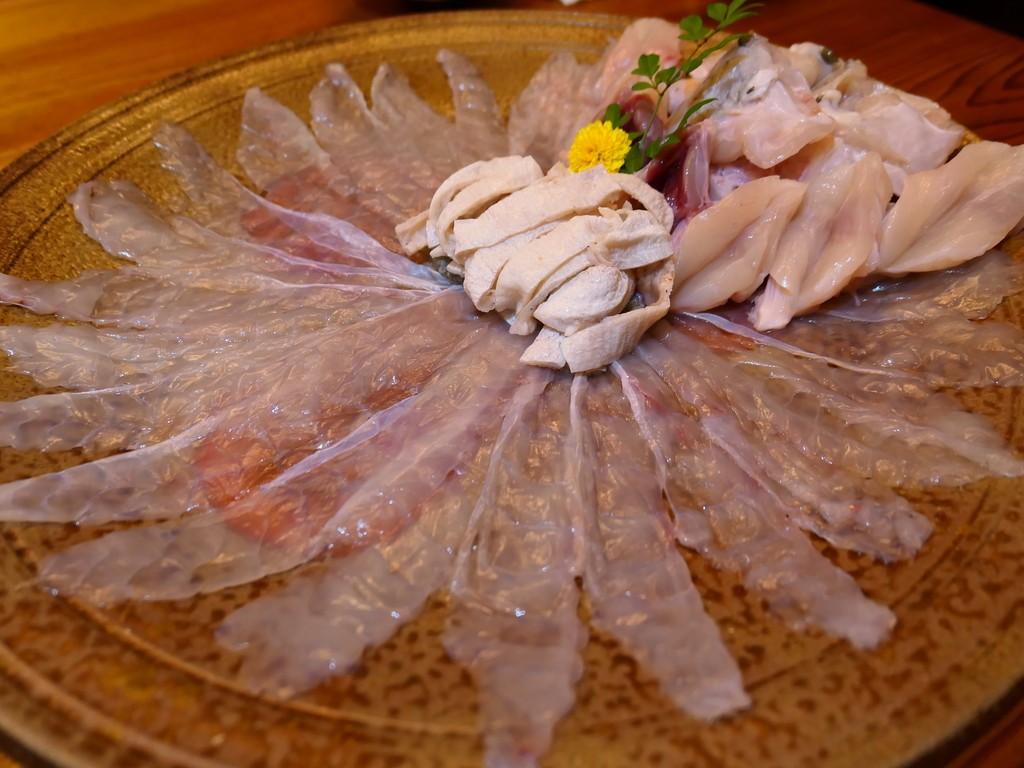 Mのディナー 1年以上先まで予約が取れない1日2組限定の割烹で感動の3年とらふぐフルコース! 岸和田市 「露石」
