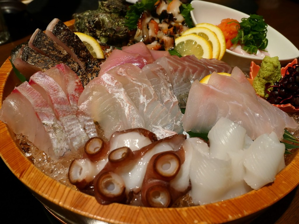Mのハシゴ酒 熊本直送の鮮度抜群の魚介類と馬刺しがリーズナブルにいただける大人気居酒屋! 奈良市大宮町 「漁師直送酒場 うま杉」