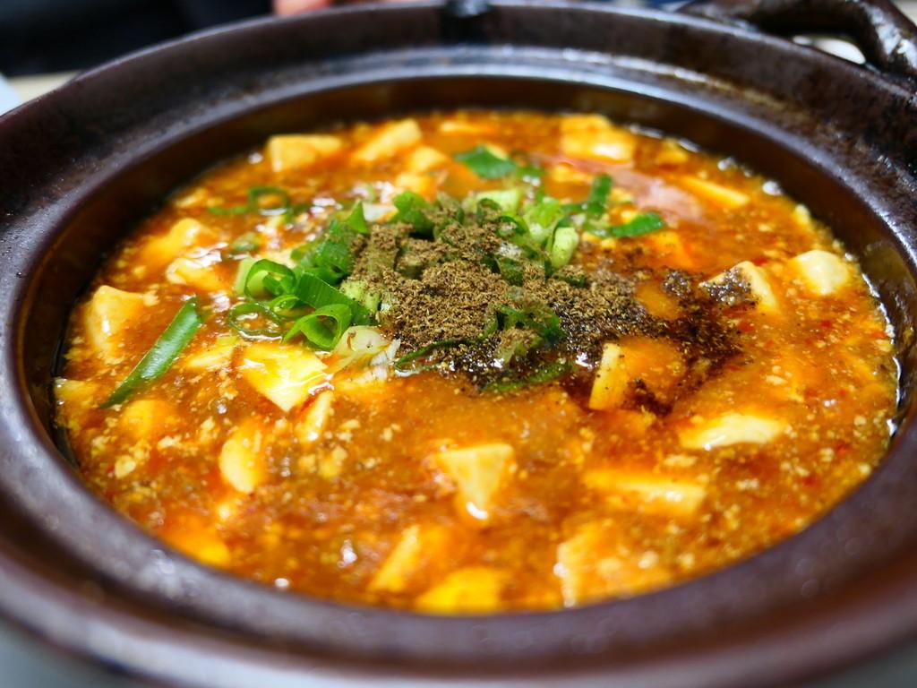 Mのディナー 屋台風の店内でいただく大衆中華はどれもこれも安くて癖になる美味しさです! 三宮 「餃子屋 満園」