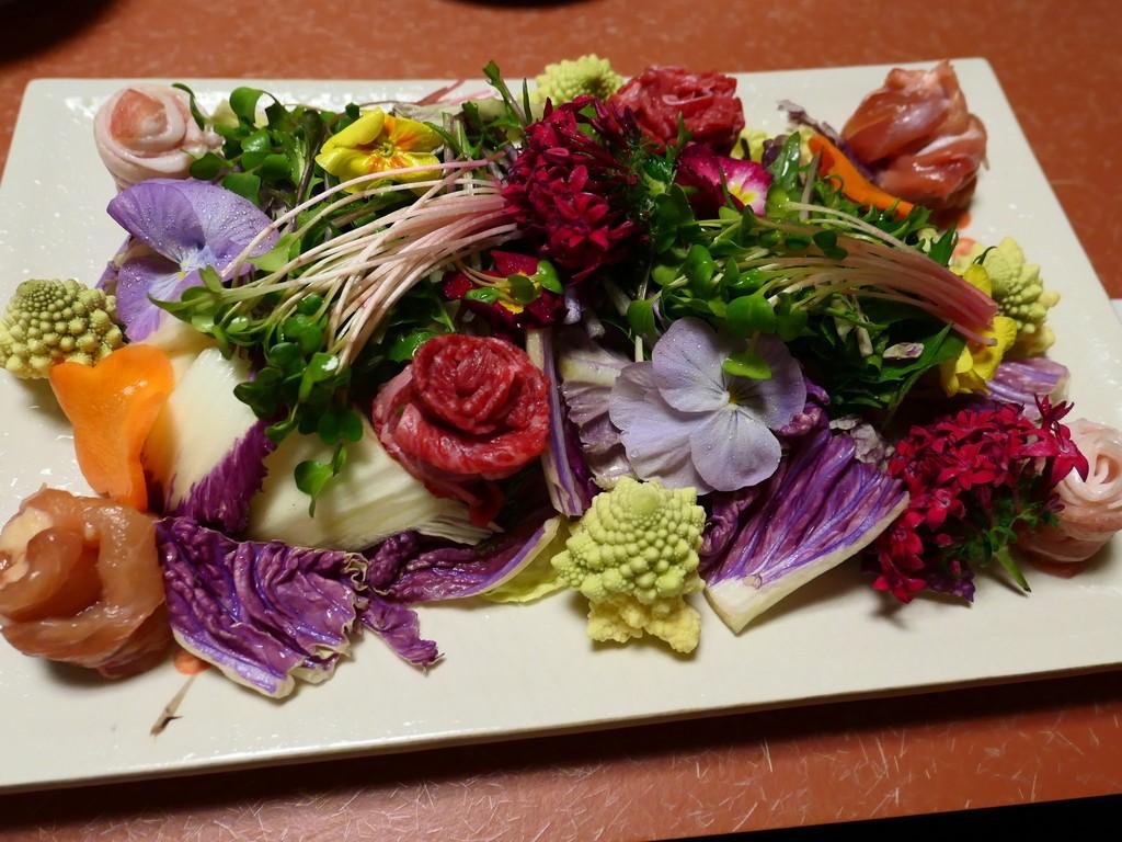 Mのディナー 綺麗なお花とともにいただく華鍋コースはフォトジェニックで美味しくてヘルシーで素晴らしくお値打ちです! 豊中市 「遊食遊膳 笹庵」