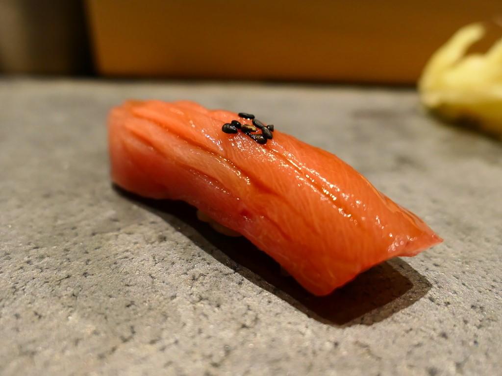 Mのディナー 味も雰囲気も超高級なのにお値段がびっくりするほど安い抜群のコスパのお寿司屋さん! 神戸元町 「鮨 しゅんぺい」