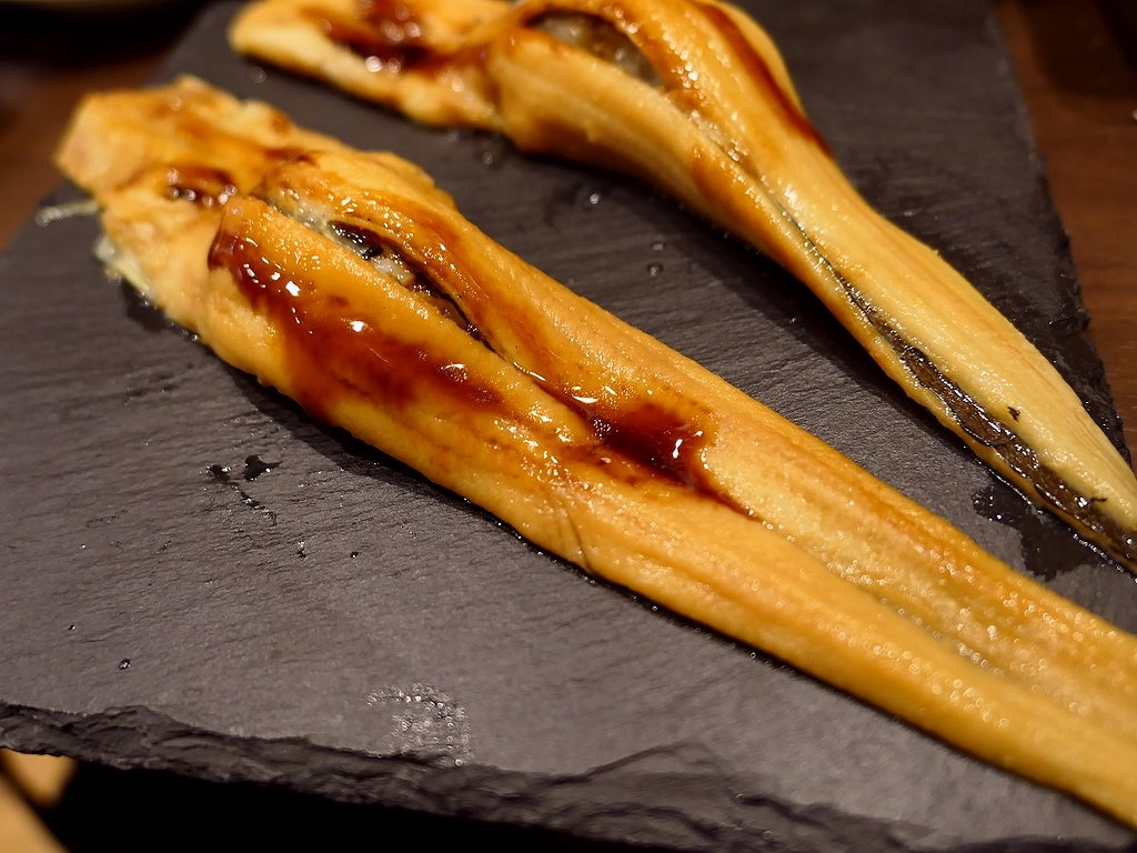 Mのディナー 鮮度抜群のネタの握り寿司が1貫から、揚げたてた熱々の天ぷらが1個から注文できる立ち飲み屋さんがオープンしました! 大阪駅前第4ビル 「すしいち 大阪駅前第4ビル店」