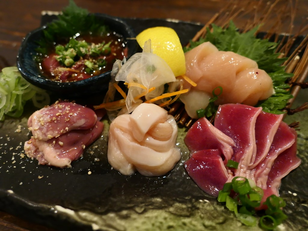 Mのディナー 朝引きの鮮度抜群の奈良県産大和肉鶏がリーズナブルに食べられる地元で大人気の焼鳥屋さん! 豊中市 「炭火焼地鶏料理 きたろう。」