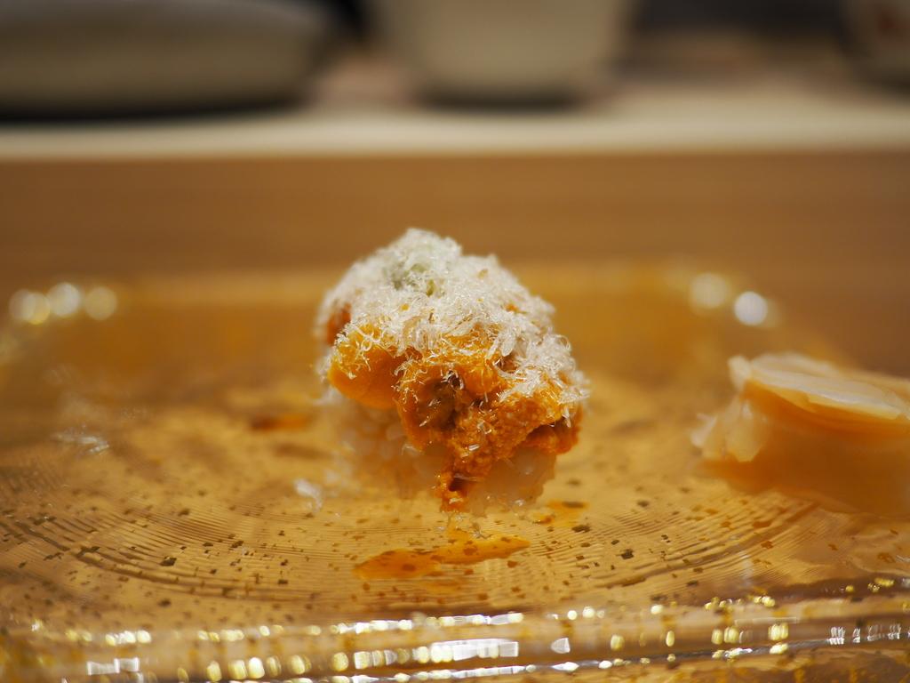 Mのディナー 高級感溢れるカウンター席で本格江戸前鮨がとてもリーズナブルにいただける大人気店! 福島区 「鮨 まつやま」