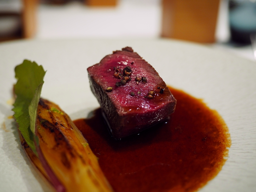 Mのディナー 味付けも盛り付けもサービスも空間もすべてにおいて洗練された素晴らしいフランス料理店 北浜 「エッサンシエル」