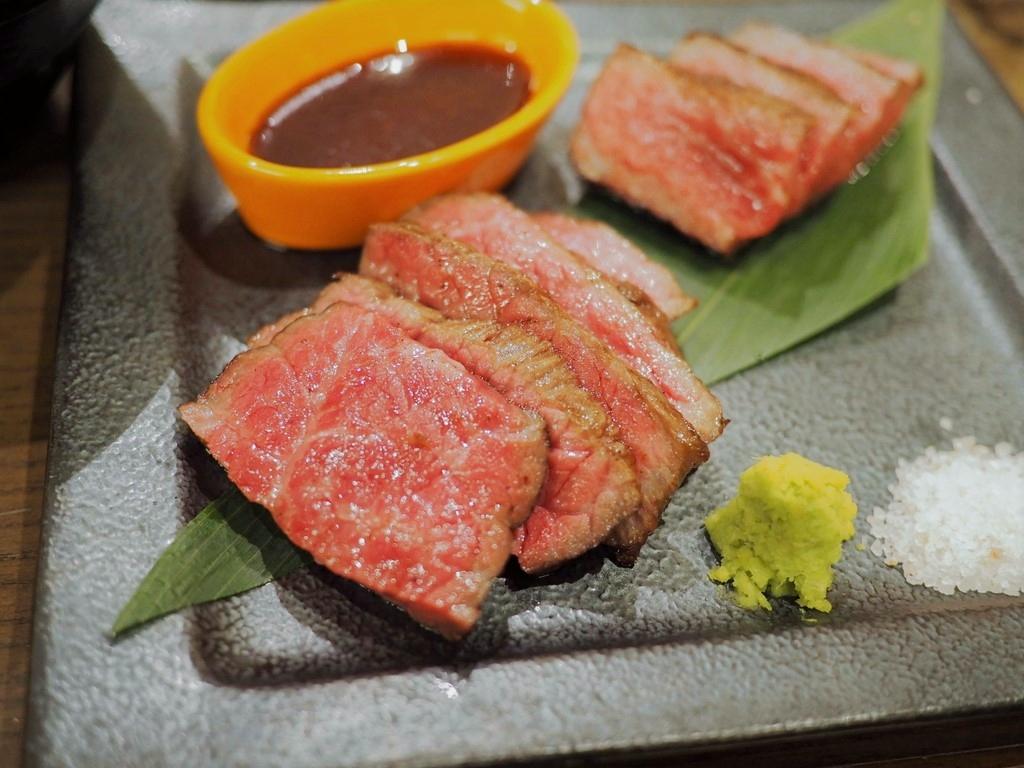 Mのディナー こだわりの黒毛和牛を寝かせて旨みを引き出した完熟肉ステーキが感動的に旨い! 心斎橋 「ロマン亭 心斎橋店」