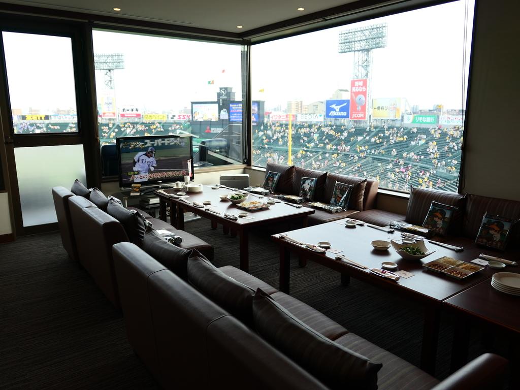 Mのディナー 今年もご招待いただきました! 「甲子園球場ロイヤルスイートルーム」