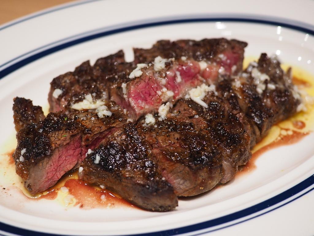Mのディナー 高タンパク低カロリーでとても美味しいニュージーランド牧草牛のステーキがリーズナブルにいただけます! 高槻市 「URGEステーキ」